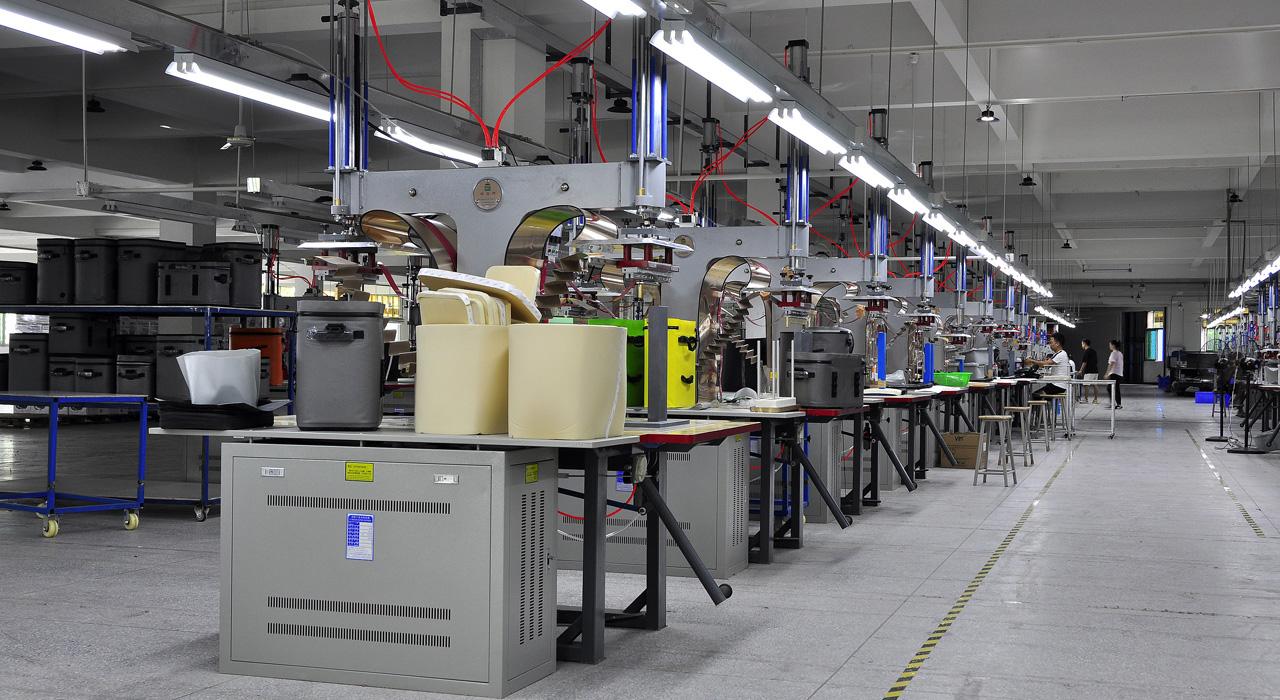 车间一角,生产区域,海泽龙户外用品之防水袋厂家生产现场
